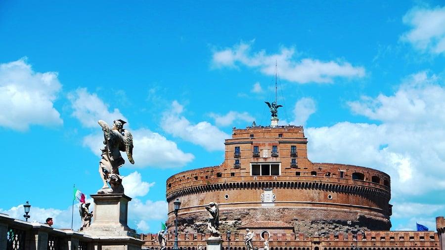 31 Castel St Angelo